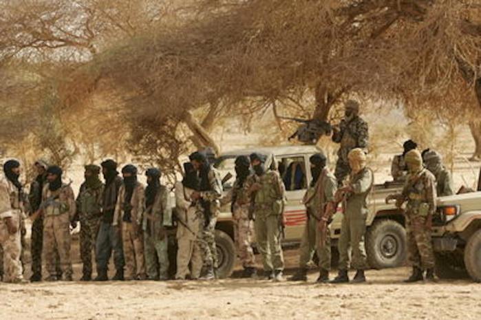 Exclusif Dakaractu : Orphelins de leur tuteur Blaise, des chefs touaregs du MNLA cherchent un point de chute à Dakar        (Par Babacar Justin N'diaye)