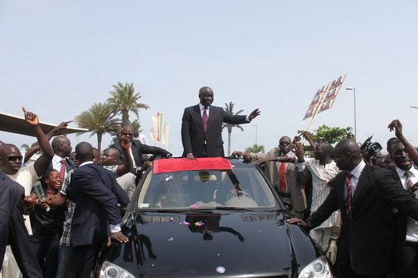 """""""Idy 5ème Président"""" d'actualité à Touba : des commerçants du marché Ocass à la baguette…"""