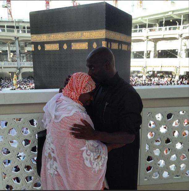 L'ancien international Issiar Dia avec sa mère à la Mecque