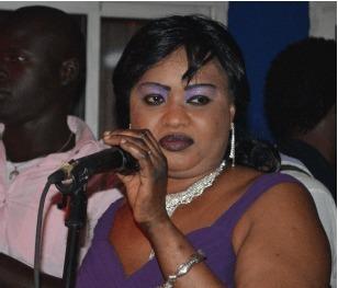 Pour l'avoir vilipendée à la Tv  : La chanteuse Mada Ba poursuivie en justice par sa...sœur germaine
