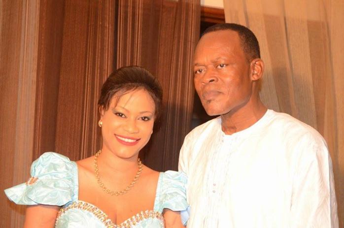 Samira, la femme de Yakham Mbaye avec ses parents, le jour de son mariage