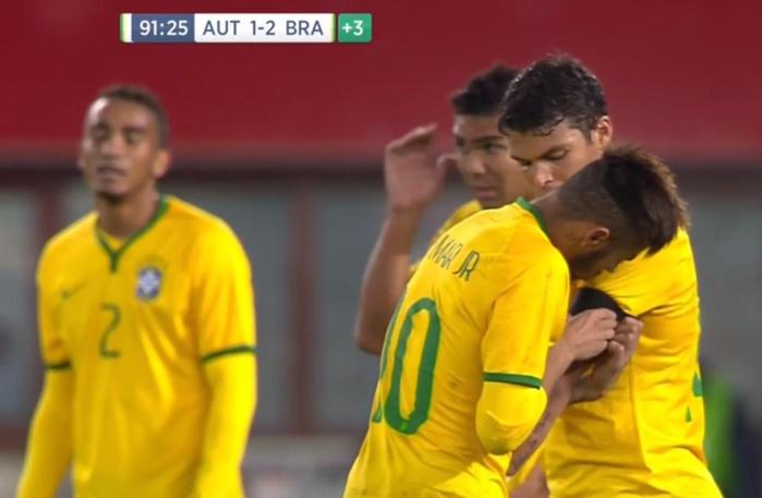 Brésil, Neymar explique pourquoi il a rendu le brassard à Thiago Silva