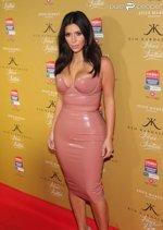 Kim Kardashian dans une robe en latex
