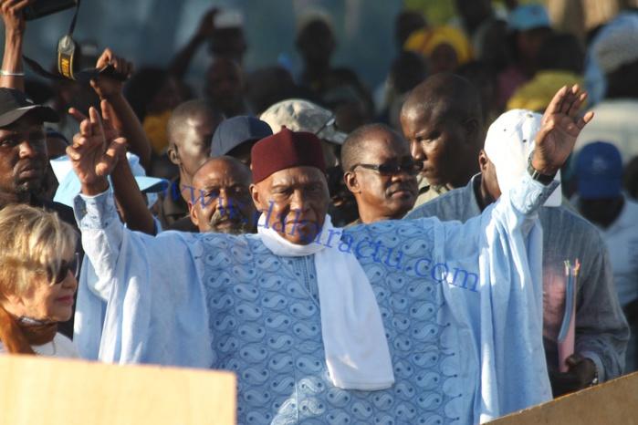 Départ de Macky en 2015 : des responsables de l'opposition enclenchent la procédure