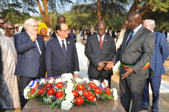 Images de la Visite de Hollande au Cimetière de Bel Air