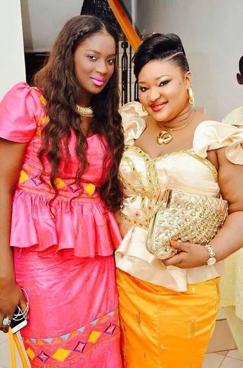 Lissa en complicité avec Thiané, la fille de Mbaye Diéye Faye