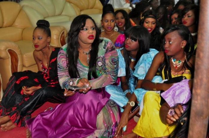 "Mame Bousso Aicha dite ""May Bicho"", la fille de Cheikh Bethio en compagnie de ses amies"