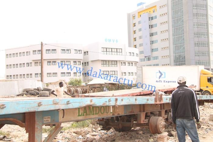 """Les images de l'opération de désencombrement de l'artère O.M.V.S / Mosquée """" Massalikoul Djinane"""""""