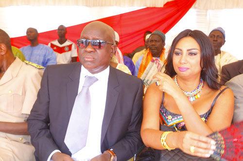 """M'baye Guèye, le patron de """"EMG Universal Auto"""" pose avec sa ravissante épouse"""