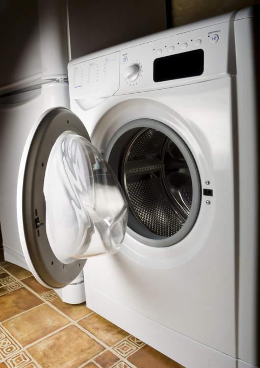 Il tue son fils en le mettant dans une machine à laver en marche