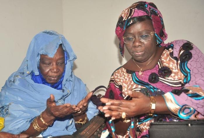 Sokhna Dieng Mbacké reçoit les prières de sa mère