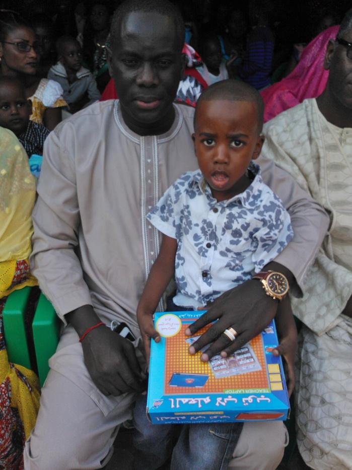 noel-2014-un-centre-de-prise-en-charge-des-enfants-recoit-des-cadeaux-de-gackou
