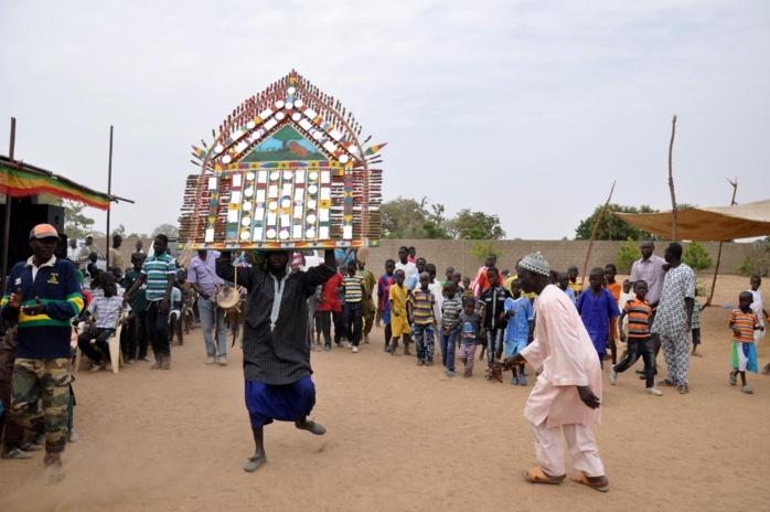 Les images du lancement d'un programme d'installation de stations solaires pour la recharge de portables à Ndiaganiao