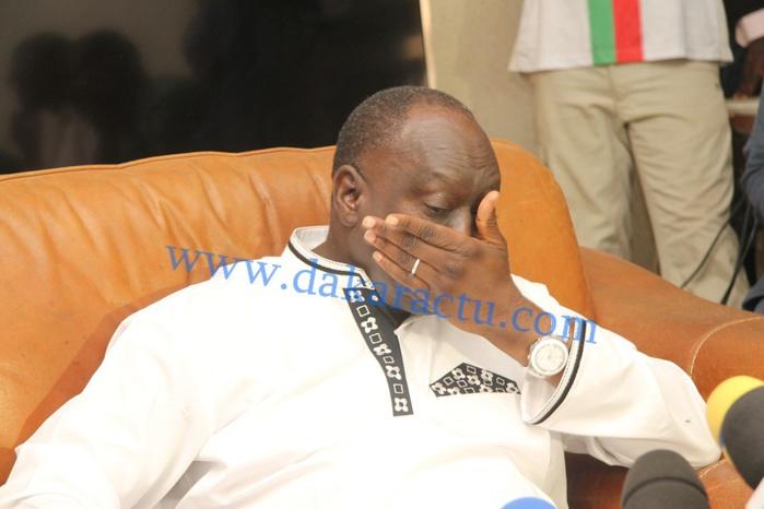 Me El Hadj Diouf s'emporte : « je suis victime d'une haute trahison, j'ai trop mal (…) Habré est difficile et ne paie pas bien (…) Macky Sall n'a jamais démarché ma rencontre avec Déby! »