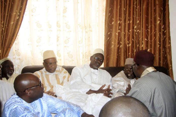 Ciré Dia, Directeur Général de la Poste, reçu avec chaleur par le porte-parole du Khalife des Tidianes, Serigne Abdoul Aziz Al Amine, à Tivaouane
