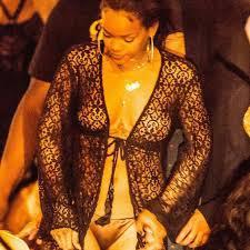 Rihanna seins nus sur le yacht de P.Diddy pour 2015 !