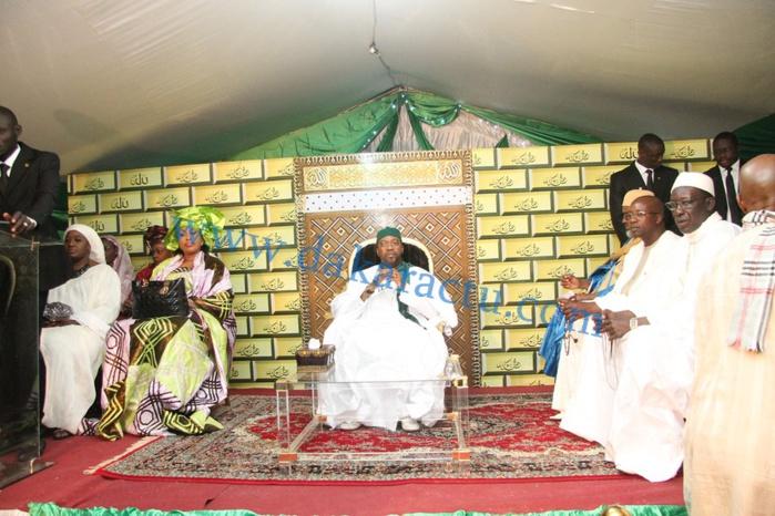 """Sheikh Alassane Sène """"Tarrë Yalla"""" assis sur un magnifique décor pour célébrer le Maouloud"""