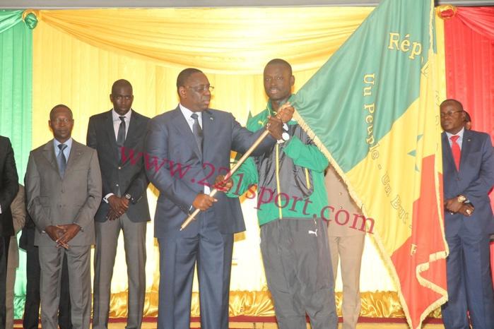 Cérémonie de remise officielle du drapeau à l'équipe nationale de football : discours du président Macky Sall