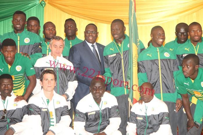 Les images de la cérémonie de remise officielle du Drapeau à l'équipe nationale de Football