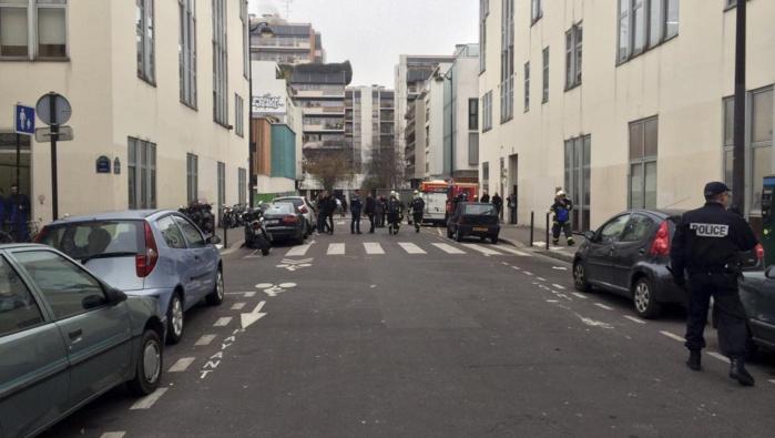 Attaque au siège de «Charlie Hebdo»: 11 morts, François Hollande dénonce un «attentat terroriste»