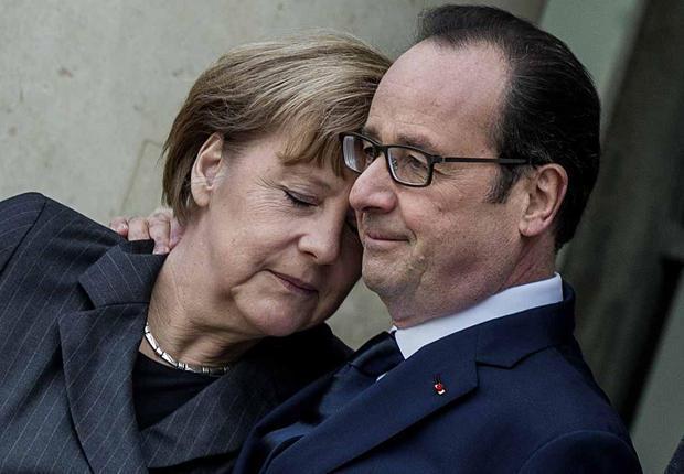 François Hollande et Angela Merkel, l'accolade historique