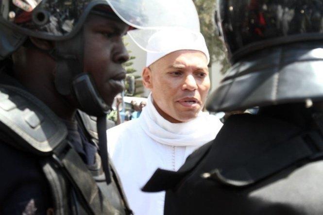 DERNIERE MINUTE- Wade fils se fait humilier : Karim menotté par des gardes