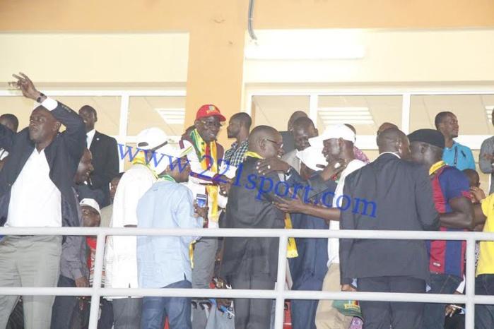 """Mongomo : la délégation gouvernementale dirigée par le ministre des sports Matar Ba, savoure la victoire des """"Lions"""""""
