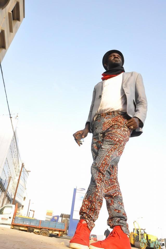 Le photographe Amar Khary Sène en mode shooting