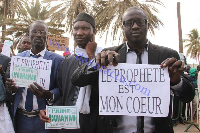 """Les images de la forte mobilisation contre """"Charlie Hebdo"""" à la Place de l'Obélisque"""