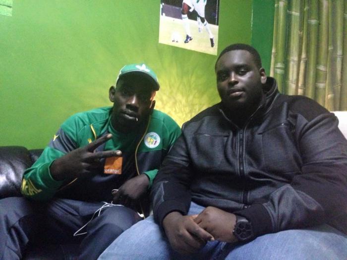"""Niang """"Bou Kharagne Lo"""" pose avec Amadou le fils du président Macky Sall"""