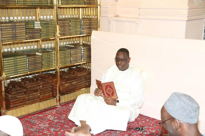 Les images de la visite du président Macky Sall au mausolée du Prophète Mohamed à Médine