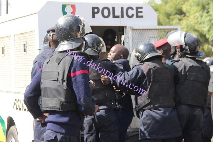 Le coordinateur du PDS, Oumar Sarr, malmené par les forces de l'ordre