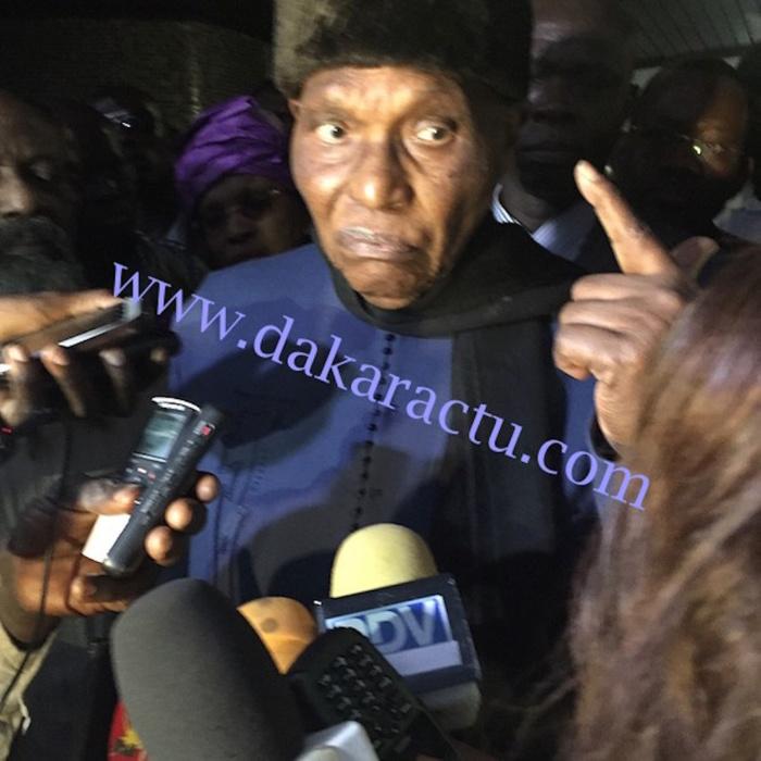 Me Wade : « Macky Sall a manqué de respect au Khalife général des Mourides, mais je le jure au nom de Dieu, je vais le remettre à sa place!»