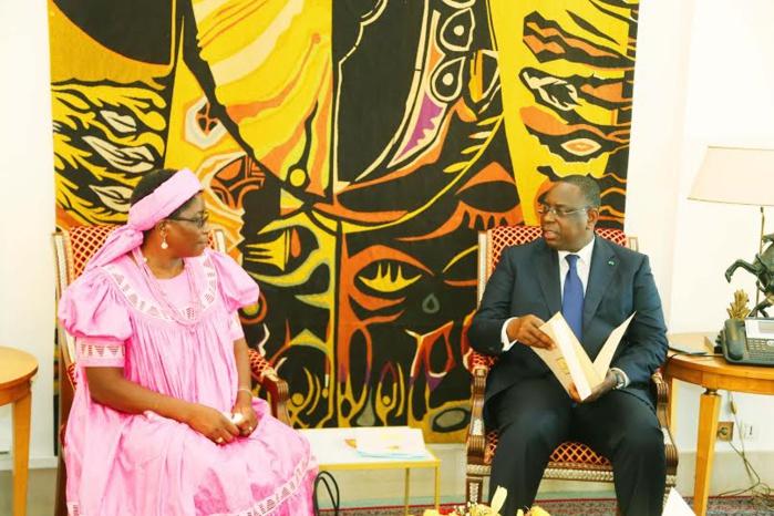 Lettres de Créance de Madame Trudie Amulungu, Ambassadeur de la République de Namibie au Sénégal