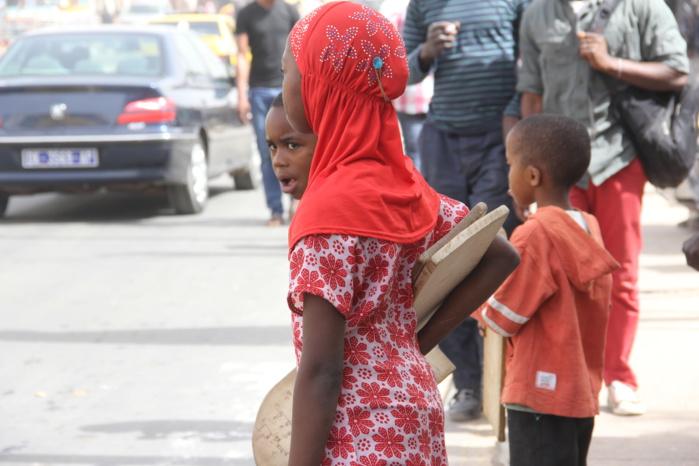 Images commémoration du deuxième anniversaire de l'incendie survenu à la Médina par le Réseau des journalistes et animateurs pour la protection de l'enfant (REJAPE)