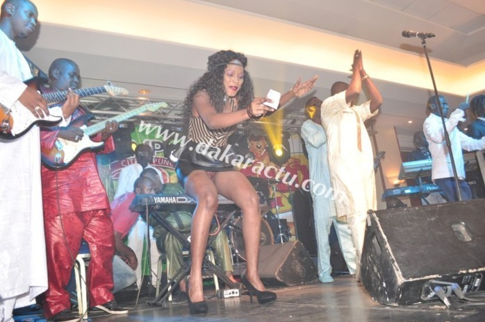 La danseuse Mbathio Ndiaye montre encore ses parties intimes