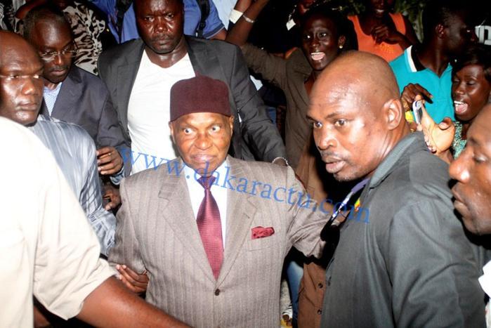 Me Abdoulaye Wade sortant de sa visite à son fils à la maison d'arrêt et de correction de Rebeuss (IMAGES)