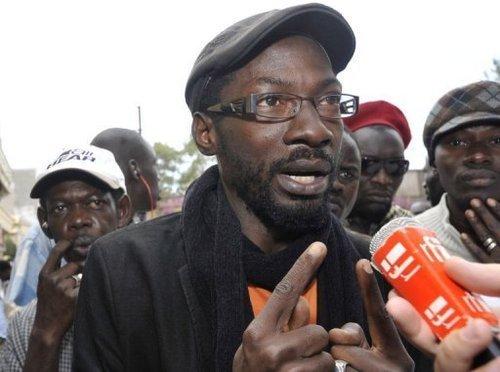 Les images de l'arrivée des membres de Y en a marre à l'aéroport Léopold Sédar Senghor de Dakar