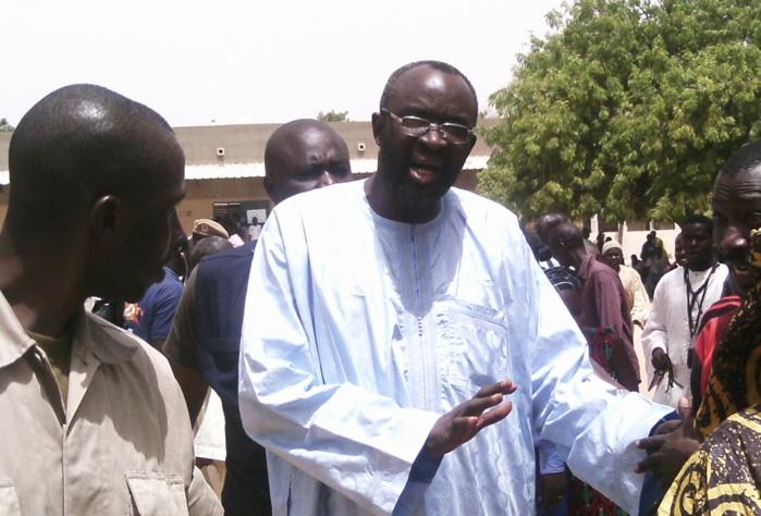 Serigne Abdou Khoudoss M'backé : « Moustapha Cissé Lô n'est pas de Touba. En quittant son village natal de Keur Mbarick, il était charretier à Touba (…) Karim Wade est un otage politique et Macky Sall est prisonnier de son entourage »