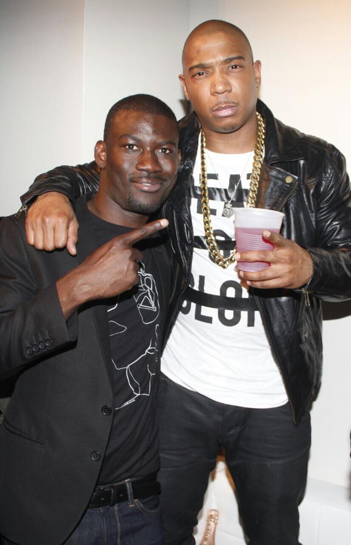 Gomis, le paparazzi sénégalais évoluant aux USA pose avec le rappeur américain Ja Rule