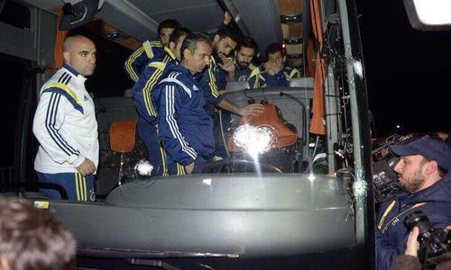 Turquie : Coups de fusil contre le bus du club de foot Fenerbahçe, le chauffeur blessé