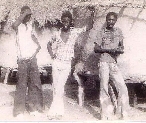 SOUVENIR : Me Amadou Sall, jeune, en compagnie de ses amis