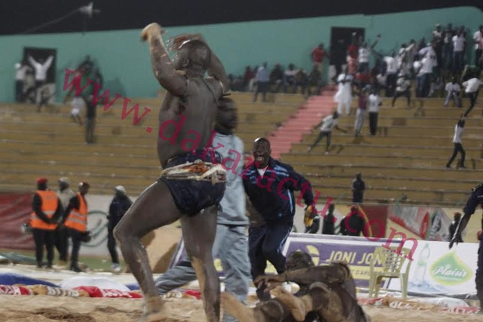 Drapeau Abdoulaye Makhtar Diop : Lac De Guiers II bat Papa Sow
