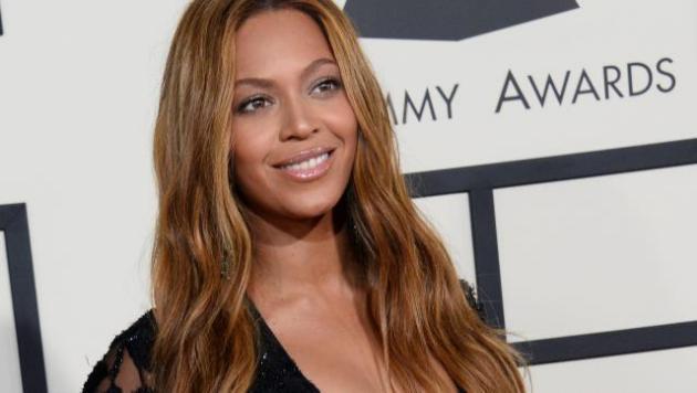Beyoncé : Très sexy en maillot, Chris Brown lui déclare sa flamme
