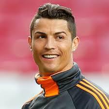 Cristiano Ronaldo reçoit un cadeau du président du Real Madrid