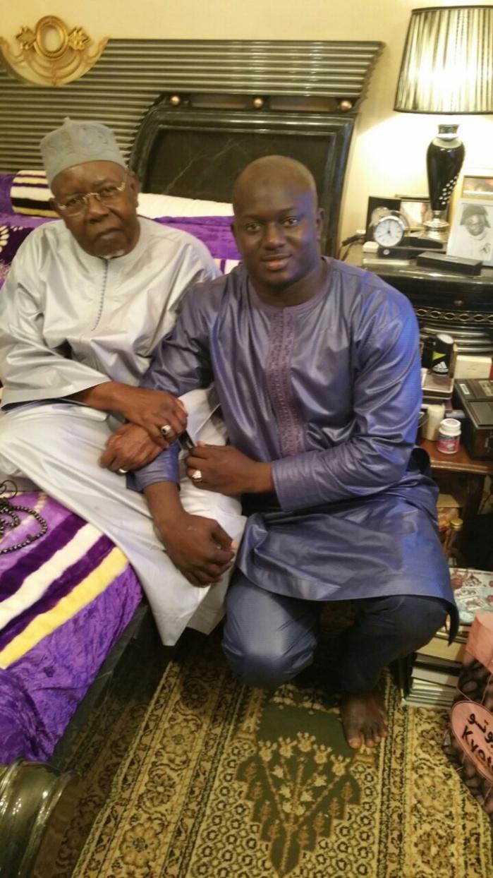Le promoteur Aziz Ndiaye en compagnie de son père et son frère Baye Ndiaye chez Serigne Abdou Aziz Sy Al Amine