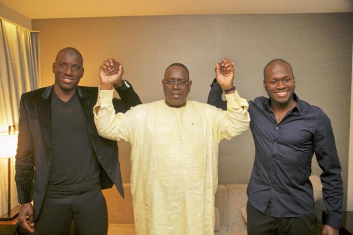 Visite de travail en Turquie : Demba Ba et Moussa Sow offrent leur maillot au Président Macky Sall