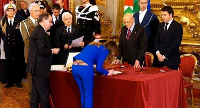 Maria Boschi, le ministre pour les réformes constitutionnelles de l'Italie en montre un peu plus que prévu