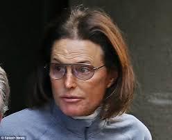 « Je suis une femme », proclame l'ex-athlète et beau-père de Kim Kardashian, Bruce Jenner