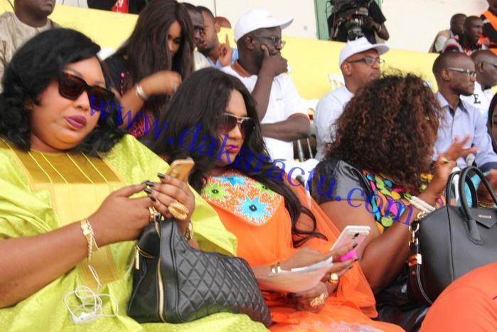 Stade Demba Diop : Miss Ndiaye, la femme de Aziz Ndiaye en compagnie de ses soeurs